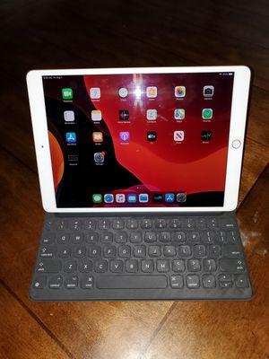 iPad 256gb with Apple iPad Smart Keyboard for Sale in Albuquerque, NM