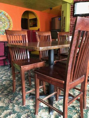 Pub table with 4 chairs for Sale in Linda, CA