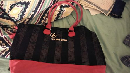 BRAND NEW VICTORIA SECRET TOTE GYM BAG . NEVER USED. REAL SPARKLY GLITTERS! GREAT BUY ! DONT WANT TO PASS THIS UP! for Sale in Pensacola,  FL
