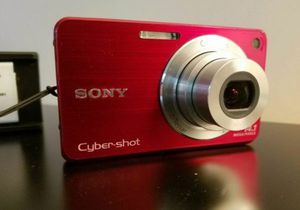 Sony cybershot DSC-W560 w/extra battery, memory card and charger for Sale in Delray Beach, FL