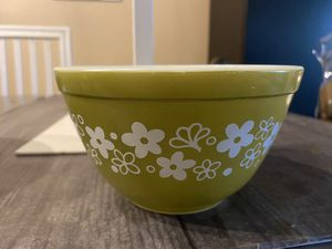 Pyrex Green & White 1 1/2 pint bowl for Sale in Fort Lauderdale, FL
