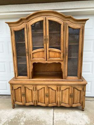 """VINTAGE """"THOMASVILLE FURN"""" 2PC. CHINA HUTCH / BAR / DISPLAY CABINET (66""""W × 18""""D × 81""""H) for Sale in Corona, CA"""