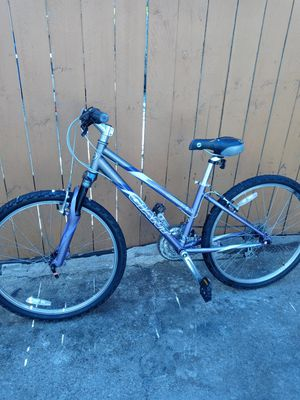 GIANT MOUNTAINBIKE WOMENS for Sale in Chicago, IL