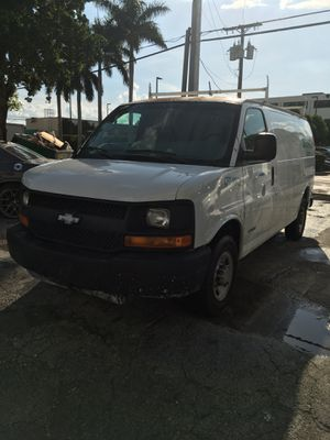 2005 Chevy Express 2500 for Sale in Miami, FL