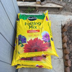 Miracle Grow Potting Mix $10 A Bag (18 Still Available ) for Sale in East Los Angeles,  CA