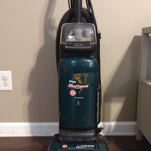 Hoover Vacuum With Bags for Sale in Phenix City, AL
