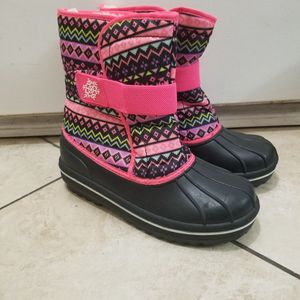 Size 4 Girls Snow Boots New for Sale in Commerce, CA