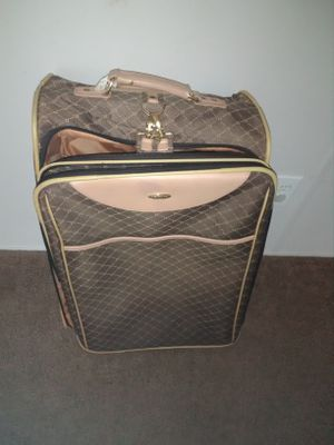 Suitcase for Sale in Ailey, GA
