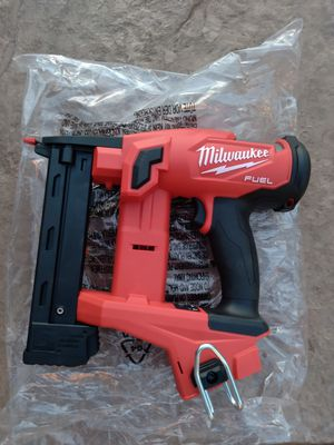 Milwaukee 18v fuel brushless nueva 1/4 staples tool only for Sale in Moreno Valley, CA