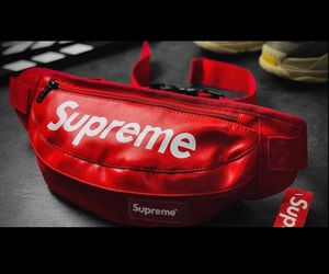 Red supreme leather fanny pack for Sale in Piscataway, NJ