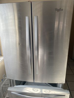 Whirlpool Refrigerator 25.2 Cu ft. for Sale in El Paso, TX