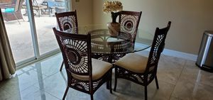 Dinning room glass table for Sale in Savannah, GA