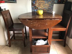 Kitchen table and chairs****** for Sale in Los Angeles, CA
