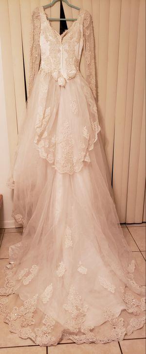 Gloria Vanderbilt Wedding Dress size 10 for Sale in Orlando, FL