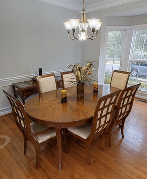 8 piece dining room table set for Sale in Burtonsville, MD