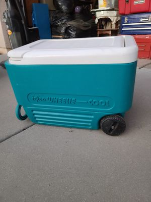 Igloo ice chest for Sale in Banning, CA