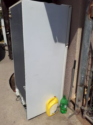 2 refrigerators for parts only for Sale in San Bernardino, CA