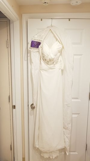 ivory wedding dress for Sale in Lowell, MA
