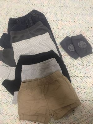 a unisex bundle of baby pants and bibs ! for Sale in Haltom City, TX