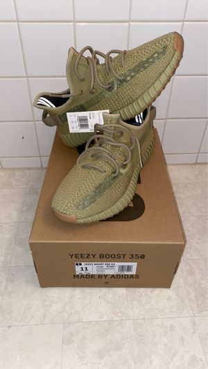 Yeezy 350 v2 Sulfur for Sale in Vancouver, WA