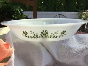 Pyrex Green Daisy Divided Dish for Sale in Kent, WA