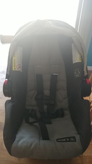 Graco Snugride 30 click connect car seat for Sale in Loveland, OH