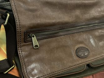 Men's Fossil Messenger Bag for Sale in Kissimmee,  FL