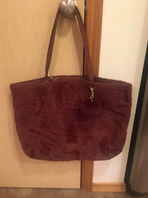 Brand new never used large burgundy fur purse/tote. Also has small extra makeup type bag inside. for Sale in Graham, WA