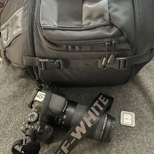 Canon EOS Rebel T6i, Zoom Lens, Off White Straps & More for Sale in Anaheim, CA