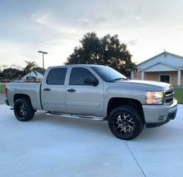✨✅URGENT!!!I am selling🙏🏼2008 Chevrolet Silverado.Great Shapee🙏🏼✨🔑AMAZINGg 4X4WDWDWheelsssss✨ for Sale in Los Angeles,  CA