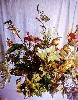Beautiful silk flower in vase for Sale in Poinciana,  FL