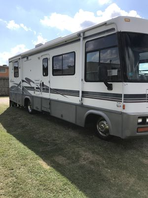 1998 Winnebago adventurer 30ft class a for Sale in Houston, TX
