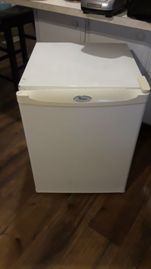 Whirpool Refrigerator for Sale in Rialto, CA