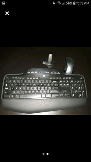 ☆LOGITECH WIRELESS KEYBOARD AND MOUSE☆ for Sale in Lorain, OH