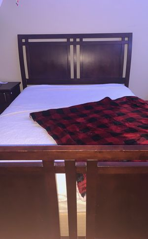 Queen dark cherry wood bed frame for Sale in Orting, WA
