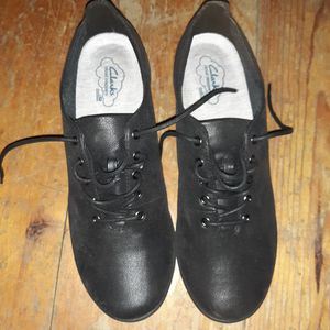 Clark's womens shoes brand new size 9 1/2m for Sale in Glenville, MN