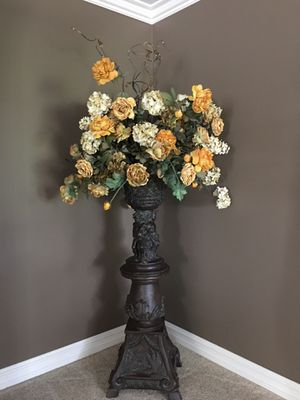 Floral home decor very tall paid $1200 for Sale in Macomb, MI