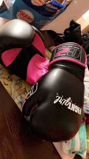 Ladies boxing gloves for Sale in Fresno, CA