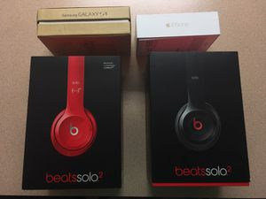 Sell box for beats and iPhone and galaxy 5 for Sale in Orlando, FL