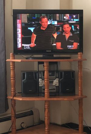 32 inch toshiba tv Sanyo boom box stereo and stand for Sale in Brooklyn, NY