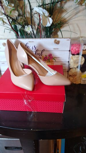 Kelly & Katie Faux Leather Driella pump W/Gold Accent. for Sale in Phoenix, AZ