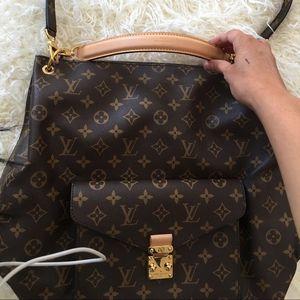 Metis gm hobo bag for Sale in Tempe, AZ