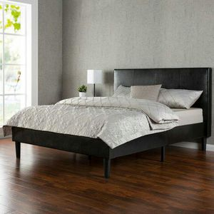 King faux leather platform bed for Sale in Columbus, OH