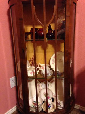 Curio Cabinet for Sale in Hurst, TX