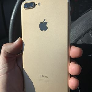 Like New Factory Unlocked iPhone 7 Plus 32GB Gold. for Sale in Portland, OR
