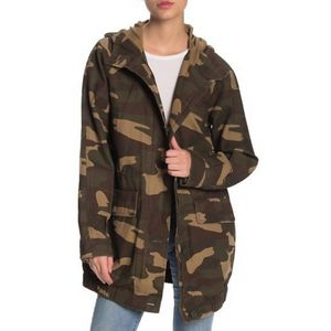 LEVIS Bubble Camo Print Hooded Parka Jacket Womens size Small for Sale in Las Vegas, NV