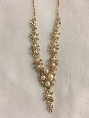 Pearl and stone fashion necklace for Sale in Bloomingdale, GA