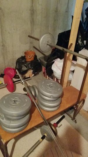 Weight bench with weights and bar for Sale in O'Fallon, MO