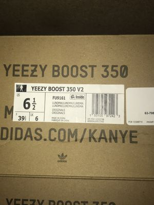 Yeezy Boost 350 v2 Lundmark for Sale in Anaheim, CA