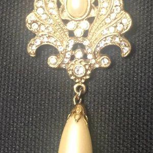 Vintage Teardrop Pearl 2-in-1 Pendant+Brooch for Sale in Midlothian, VA